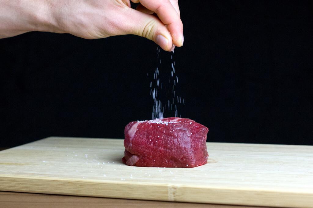 5-season-filet-mignon-with-salt