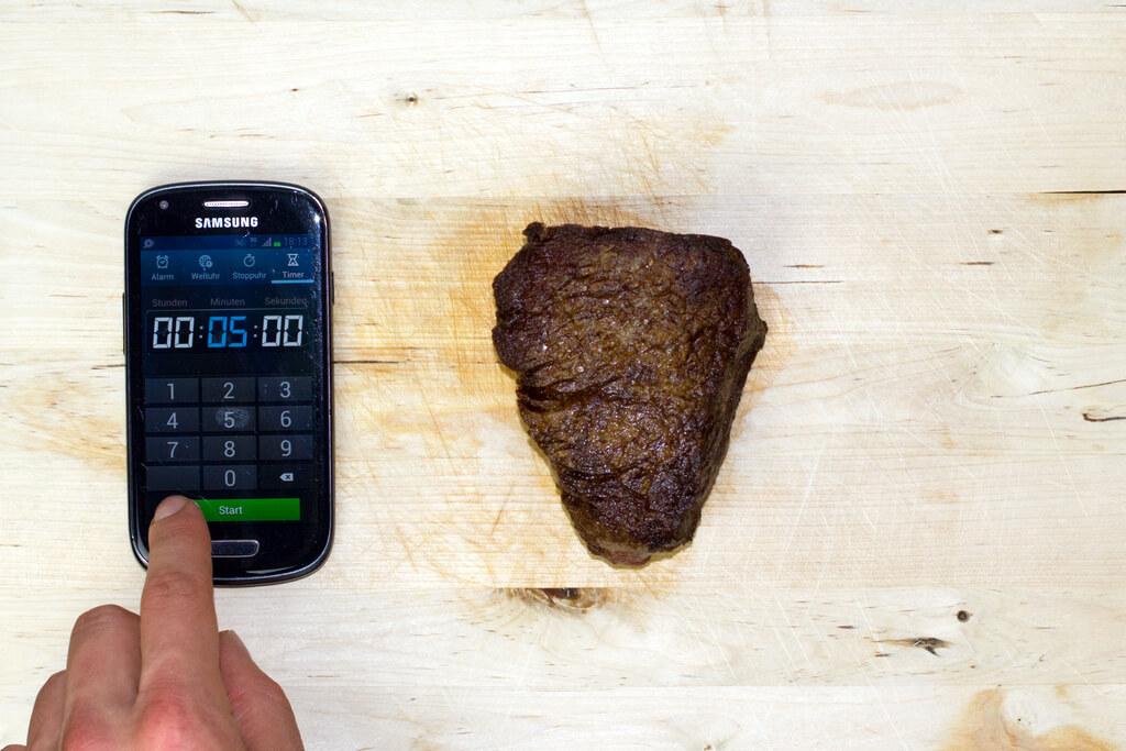 8-rest-tenderloin-steak-on-a-cutting-board-for-five-minutes